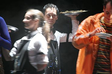 Andrea Obrecht and Rodrigo Ferrarini in Passed Hordes (Aperitivos), produced by Pausa Companhia, Brazil