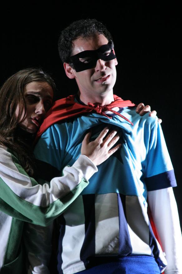 Andrea Obrecht and Rodrigo Ferrarini in Superhero, Pausa Companhia (Brazil)